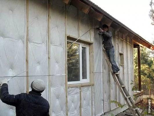 Как недорого утеплить дом снаружи своими руками